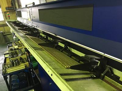 サブスピンドルとバー材自動供給装置を搭載